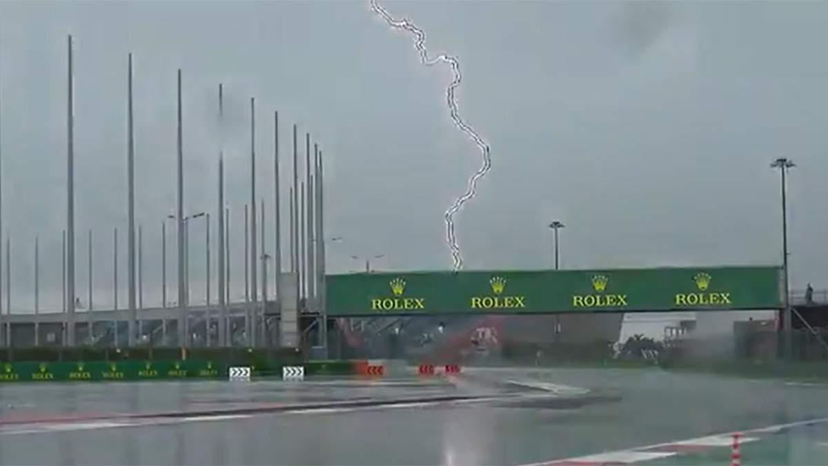 Моторошний удар блискавки й потоп: Формула-1 скасувала заїзди на гран-прі Росії – відео - Формула 1 новини - Спорт 24