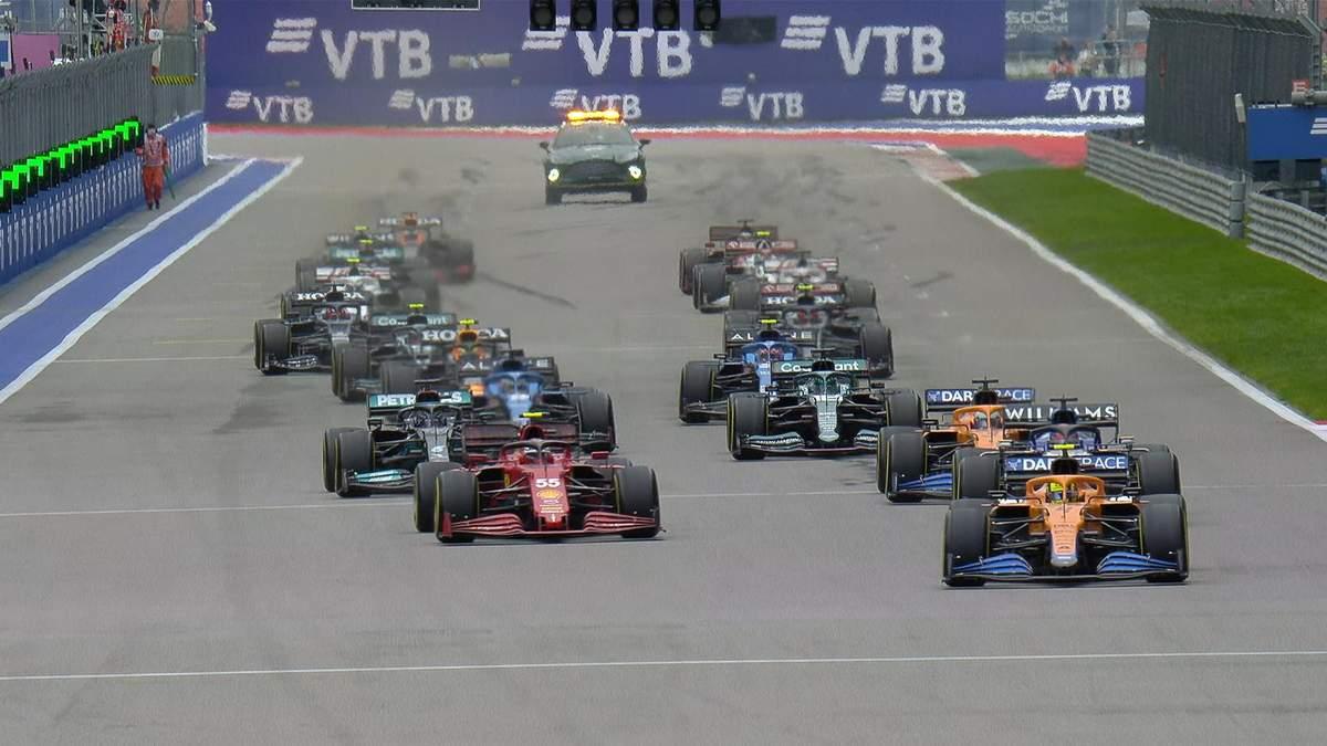Дощ подарував Хемілтону перемогу на гран-прі Росії, прорив Ферстаппена з 20 місця на подіум - Формула 1 новини - Спорт 24