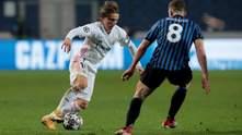 Реал вырвал победу у Аталанты, которая играла весь матч вдесятером: видео