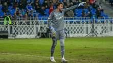 Вратарь Динамо пропустил гол, пустив мяч между ног: видео