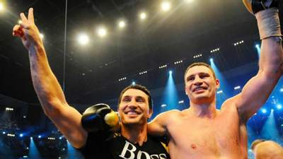 Британські чемпіони світу визначили, хто виграв би бій між братами Кличками