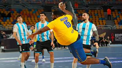 Кто такой Готье Мвумби: как 130-килограммовый гандболист за одну игру стал звездой – видео