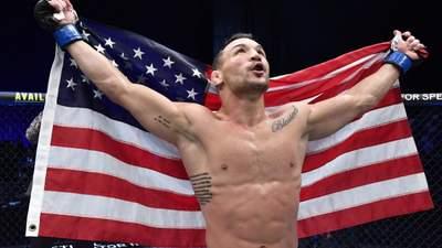Безжалостный нокаут: американец Чендлер забил кулаками лежащего соперника – видео