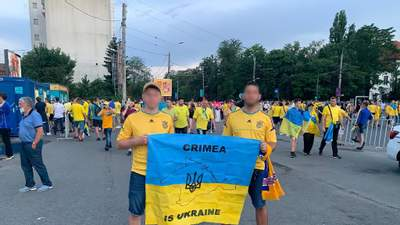 Через прапор з картою Криму: українців у Бухаресті не пускали на матч збірної