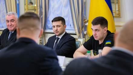 Зеленський привітав добровольців та закликав створити Меморіал українських героїв