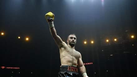 Битий Усиком росіянин ефектно повернувся на ринг, першим ударом нокаутувавши суперника