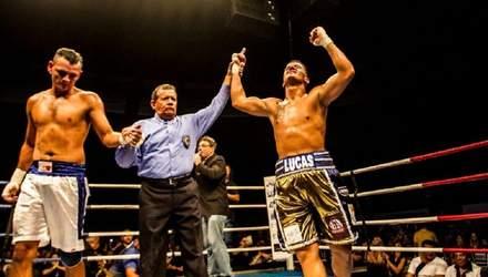 Боксер тричі безжально відправляв суперника в нокдаун за декілька секунд: відео