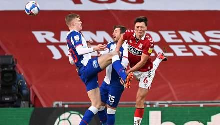 Футболісту Мідлсбро шипами розбили обличчя під час матчу: арбітр проігнорував епізод – відео