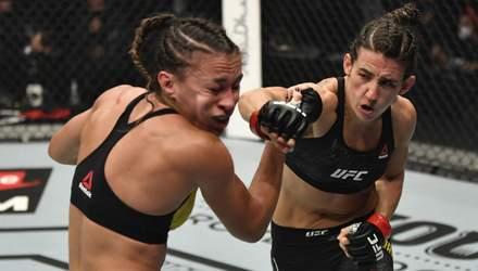 Дівчина-боєць відправила суперницю в нокаут на UFC 257, але була змушена продовжити бій: відео