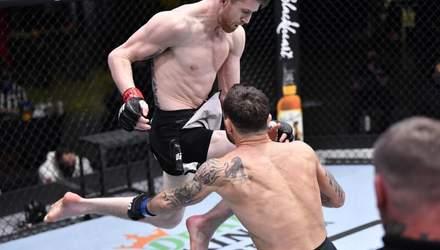 В прыжке коленом в голову: лучший нокаут на турнире UFC в Лас-Вегасе – видео