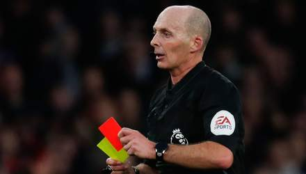 Английский арбитр получил смертельные угрозы из-за эпичных красных карточек в своих матчах