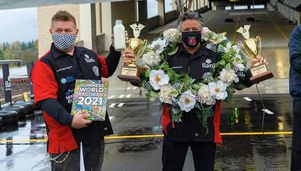 Водій Формули-1 встановив два рекорди Гіннеса на їстівному гоночному автомобілі: відео