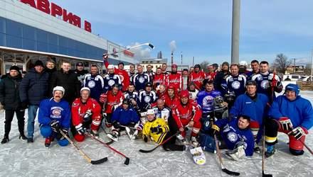 Ломаченко сыграл в хоккей за команду из Белгород-Днестровска: фото
