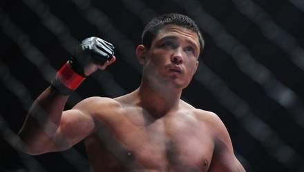 Російського бійця MMA ледь не до смерті нокаутували за 73 секунди в чемпіонському бою: відео
