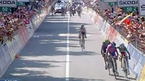 Итальянские велосипедисты едва не подрались на финише