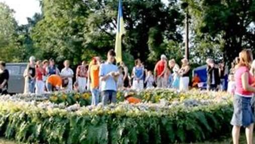 У Вінниці сплели найбільший вінок в Україні