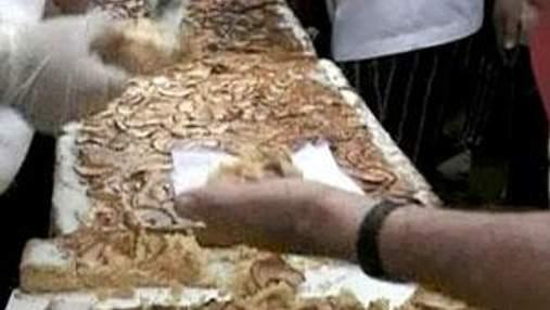 В Буэнос-Айресе испекли яблочный пирог рекордной длины