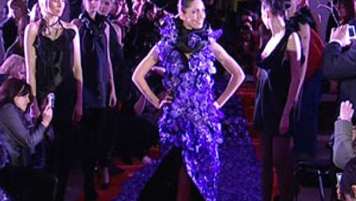 В Киеве презентовали платье из цветов стоимостью 100 тыс. евро