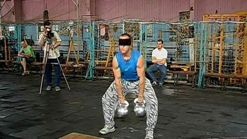 Жонглер-тяжелоатлет с закрытыми глазами установил 2 рекорда