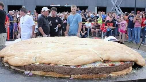 Американцы приготовили самый большой в мире бургер (Фото)