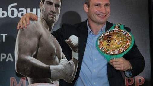 Во время взвешивания боксеров преимущество было за Кличко (Видео)