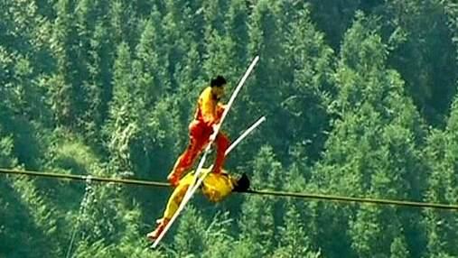 В Китае группа канатоходцев установила мировой рекорд