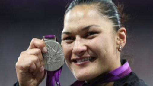 Валери Адамс с опозданием наградили олимпийским золотом