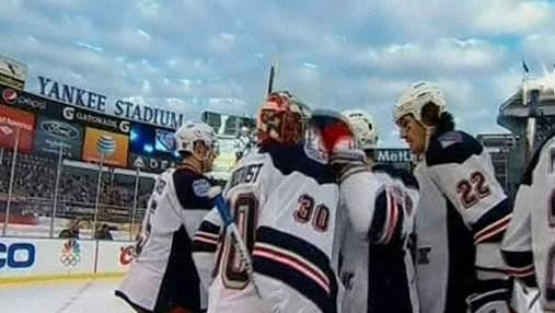 """Хоккеисты """"Девилс"""" и """"Рейнджерс"""" сыграли матч под открытым небом"""