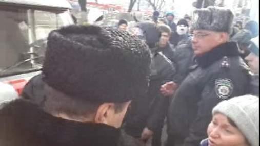 Харківський Євромайдан блокує виїзд місцевих курсантів ВВ