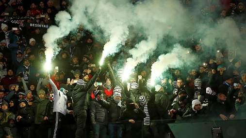 """Фанати """"Бешикташа"""" побилися з поліцією і на """"Оліміпйському"""""""
