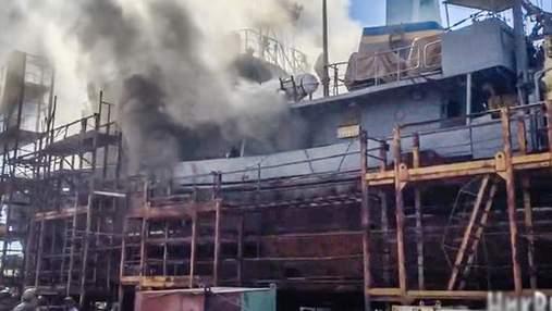 Український корабель загорівся в Миколаєві