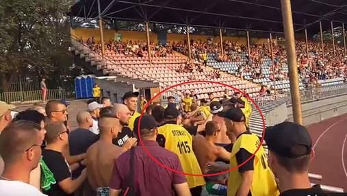 Львівські ультрас влаштували бійку на стадіоні в Маріуполі: зявилось відео