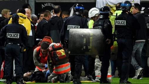 Во Франции обрушилась трибуна с фанатами прямо во время футбольного матча: фото, видео