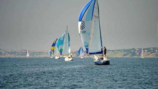 На Київському водосховищі яхтсмени влаштували змагання