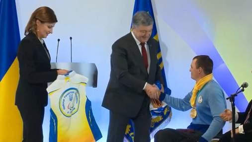 Порошенко нагородив українських чемпіонів Паралімпіади: відео