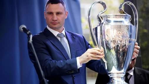Новый конфуз Кличка: мэр Киева оговорился при передаче кубков Лиги чемпионов (видео)