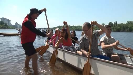 У Києві влаштували масовий заплив на екзотичних човнах
