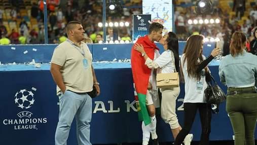 Девушка Роналду поздравила его с победой в Лиге чемпионов страстным поцелуем: фото