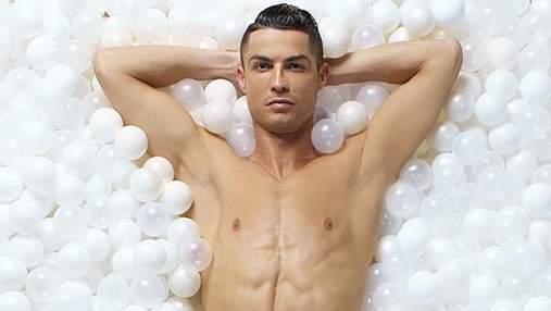 Обнаженный Криштиану Роналду снялся в рекламе нижнего белья: сексуальные фото