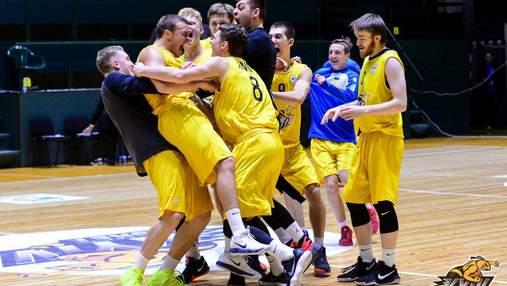 Киевские баскетболисты вырвали победу, забросив невероятный мяч на последней секунде: видео