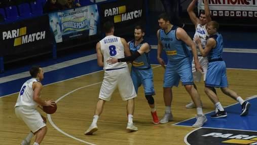 """Баскетболисты """"Днепра"""" вышли на матч Суперлиги в футболках в поддержку украинских моряков"""