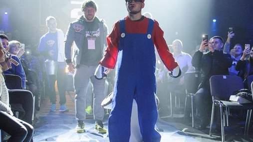 Як Берінчик в образі Супер Маріо виходив на ринг: фото та відео
