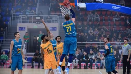 Украинские баскетболисты победили легионеров на Матче звезд Суперлиги