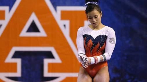 Американська гімнастка зламала дві ноги під час невдалого приземлення: моторошне відео