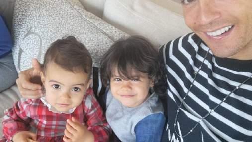 Папины принцессы: Роналду покорил сеть фото с дочерьми