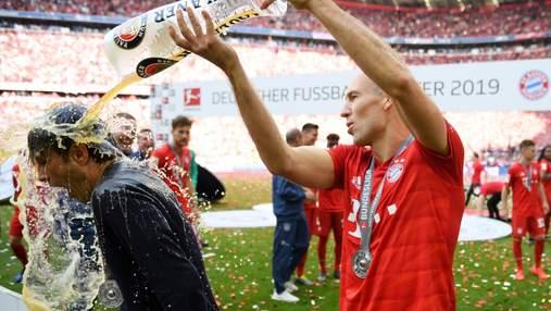 """Гравці """"Баварії"""" прийняли пивний душ під час святкування 29-го чемпіонства: фото, відео"""