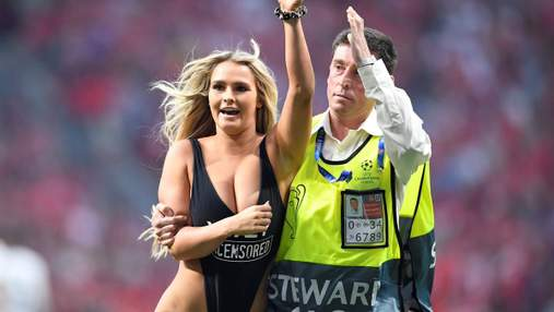 Во время финала Лиги чемпионов на поле выбежала девушка в купальнике: фото и видео