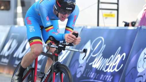 Велогонщик потерял колесо во время тура, неизвестный отказался дать ему другое: видео