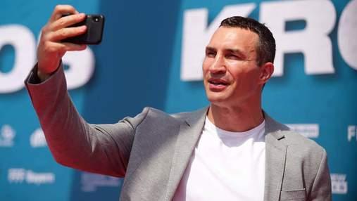 """Кличко в компанії легенд """"Баварії"""" відвідав допрем'єрний показ фільму про Крооса: фото та відео"""