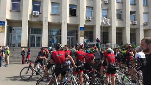 В Киеве велосипедисты вышли на протест из-за скандала с чемпионкой Анной Соловей: фото